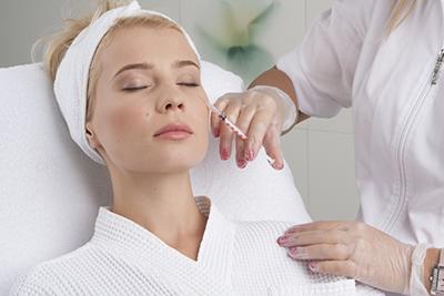 Коррекция морщин с помощью современных методик омоложения кожи